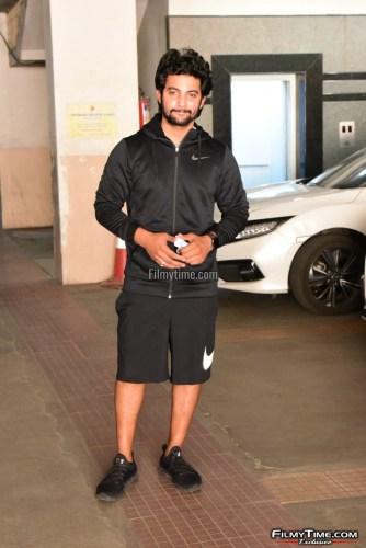 Hero-Aadi-Sai-Kumar-At-Gym-in-Hyderabad-4