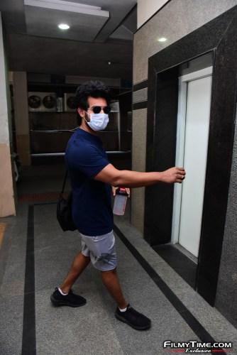 Aadi-Sai-kumar-Snapped-At-Gym-In-Hyderabad-11