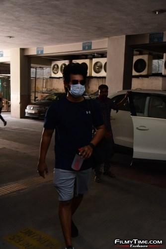 Aadi-Sai-kumar-Snapped-At-Gym-In-Hyderabad-7