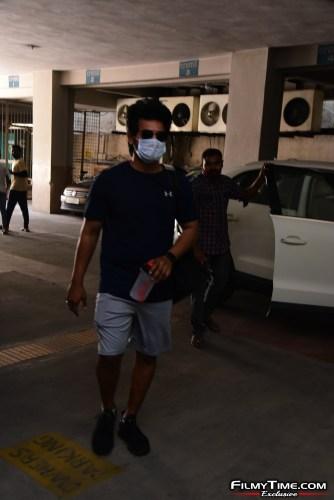 Aadi-Sai-kumar-Snapped-At-Gym-In-Hyderabad-6