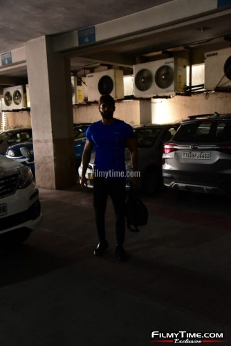 Kartikeya-snapped-at-Gym-in-Hyderabad-28