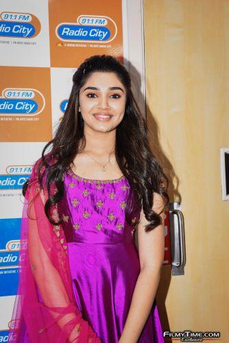 Krithi-Shetty-at-Radio-city-19